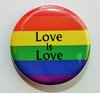 "Regenbogen-Button ""Love is Love"" M"